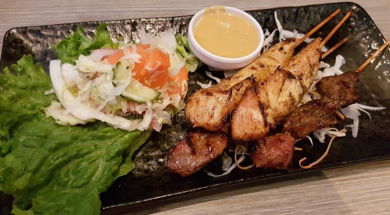 Satay Chicken und Rindskewers stockfotos