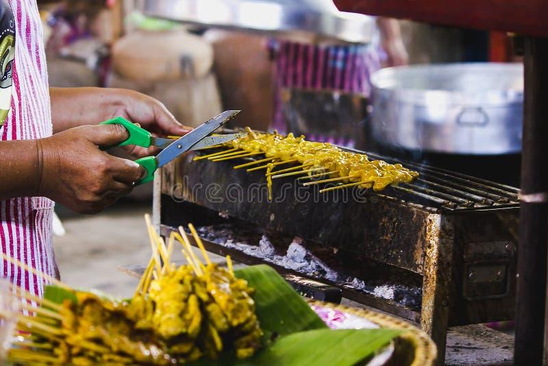 Satay-Schweinefleisch grillte auf dem Ofen stockfotos