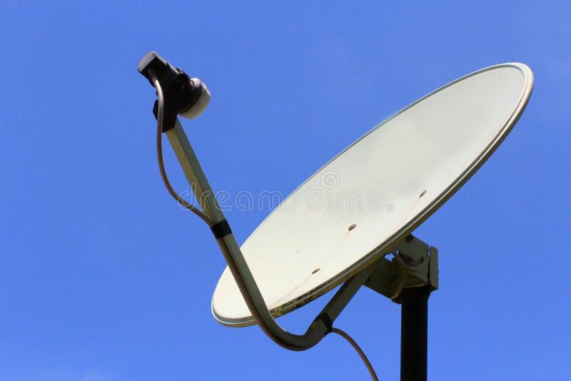 Satelitarny odbiorca dla TV sygnalizuje dla kryształu oglądać - jasny obrazek i kanały rozsądni i wieloskładnikowi fotografia stock