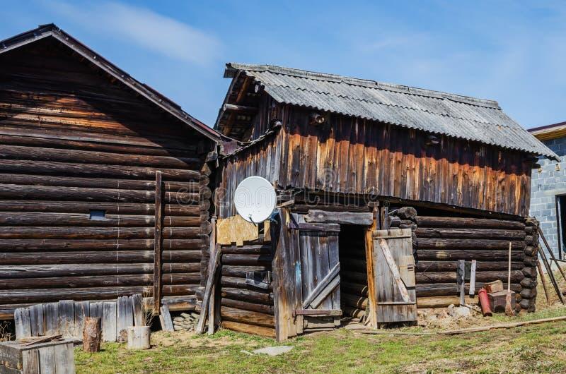 Satelitarny TV w wiosce zdjęcie stock