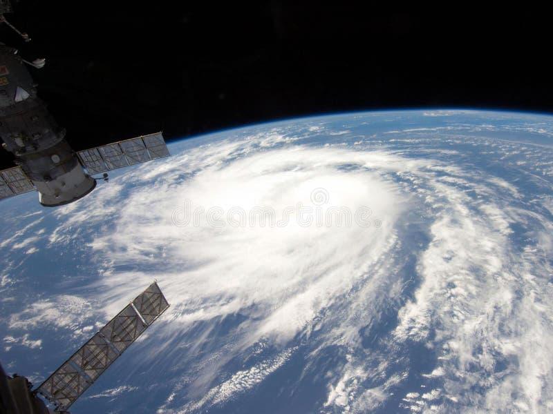 Satelitte und Erde lizenzfreies stockfoto