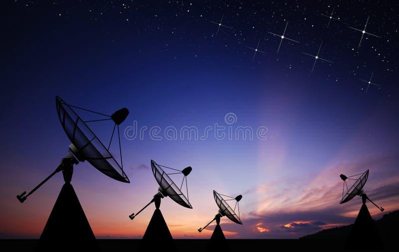 Satelliet de zonsterren van de schotelhemel stock fotografie