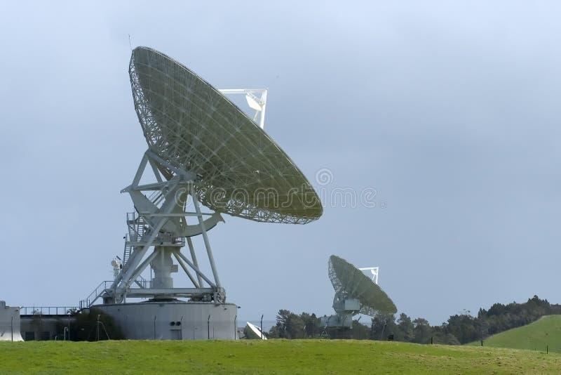 Download Satelliet Schotels stock foto. Afbeelding bestaande uit ruimte - 28910