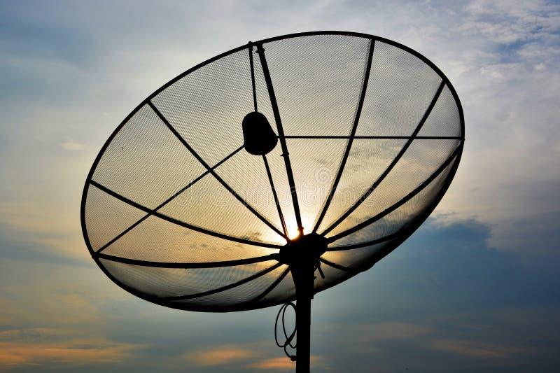 Satelliet in zonsondergang stock fotografie