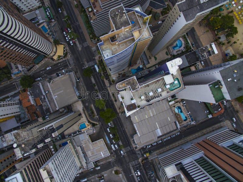Satellietbeeld en hoogste mening van gebouwen en stadsstraten Fortaleza stad, Brazilië stock afbeelding