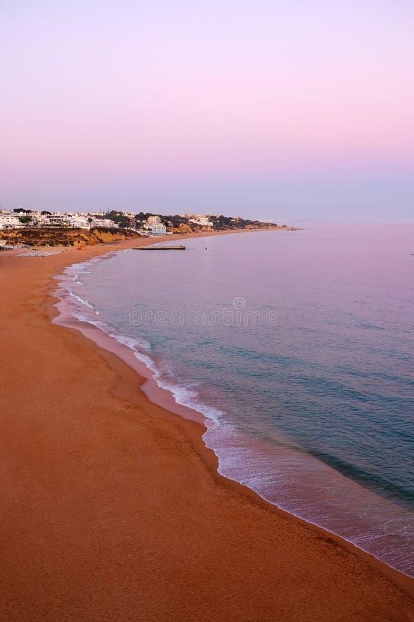 Satellietbeeld op het strand van Albufeira, Faro-Gebied Algarve, Portugal stock foto