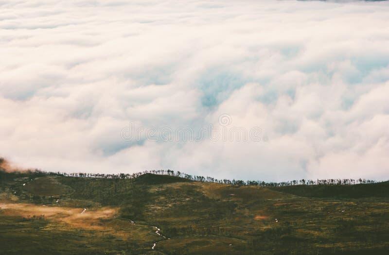 Satellietbeeld rustige wolken en het landschap van het bergplateau royalty-vrije stock foto's