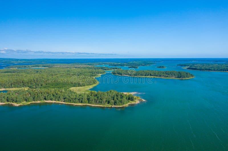 Satellietbeeld van Aland-Eilanden in de zomertijd finland De Archipel Foto door hommel die hierboven wordt gemaakt van Noords Nat royalty-vrije stock afbeeldingen