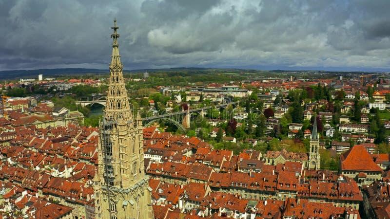 Satellietbeeld van beroemde Bern Minster of Kathedraal in Oude Stad van Bern, Zwitserland royalty-vrije stock foto's