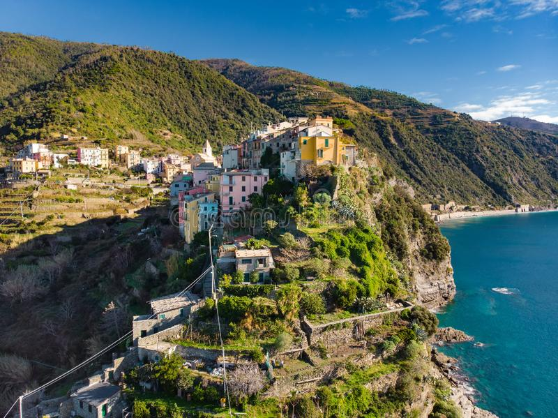 Satellietbeeld van Corniglia, in het midden van de vijf eeuw-oude dorpen van Cinque Terre, Italiaanse Riviera, Ligurië wordt gene royalty-vrije stock foto