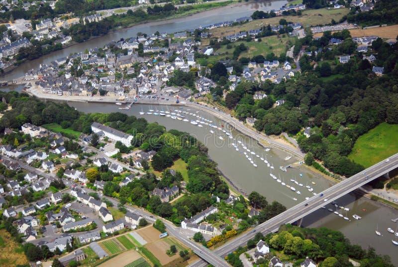 Satellietbeeld van de Auray-rivier met Kerplouz-brug in Bretagne, Frankrijk royalty-vrije stock afbeeldingen