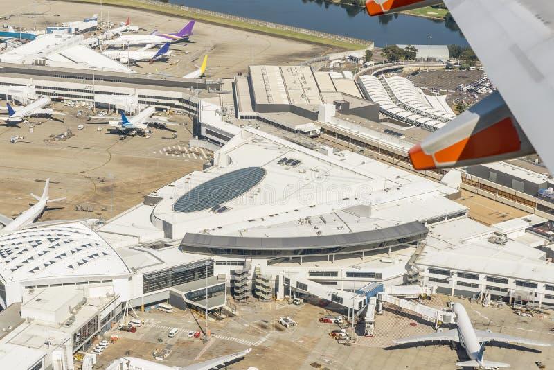 Satellietbeeld van de luchthaven van Sydney, Australië, op een mooie zonnige dag royalty-vrije stock afbeeldingen