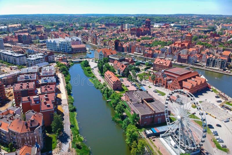 Satellietbeeld van de oude stad van Gdansk in de zomerlandschap, Polen royalty-vrije stock foto's