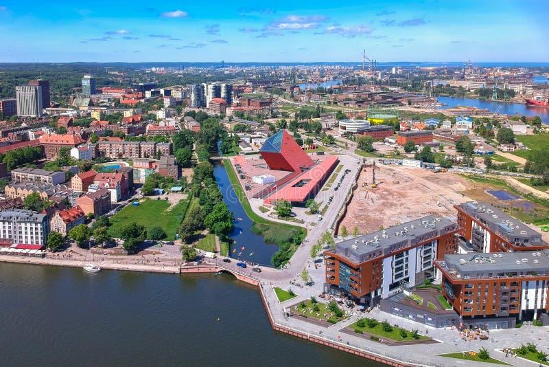 Satellietbeeld van de oude stad van Gdansk in de zomerlandschap, Polen stock afbeeldingen