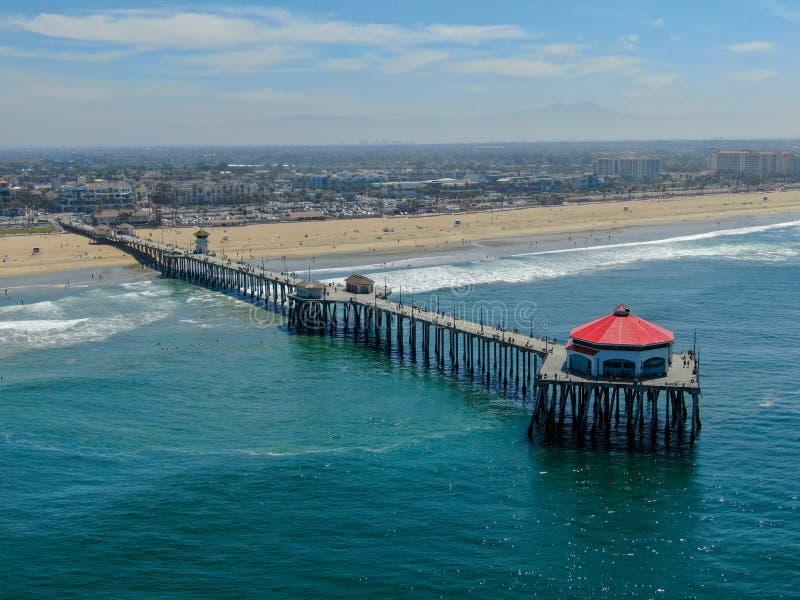 Satellietbeeld van de Pijler, het strand & de kustlijn van Huntington stock afbeeldingen