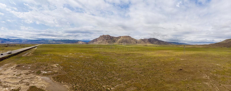 Satellietbeeld van de weg die tot Dogubayazit van Igdir leiden Plateau rond Onderstel Ararat, bergen en heuvels Oostelijk Turkije stock foto