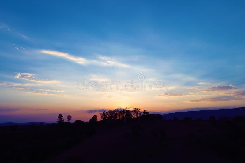 Satellietbeeld van een zonsondergang met een gekleurde scène stock afbeelding