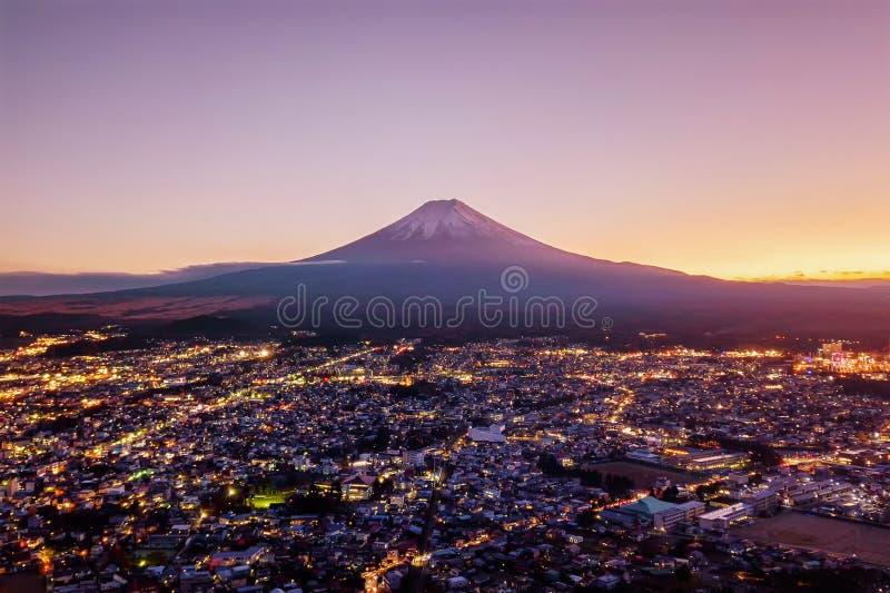 Satellietbeeld van Fuji-berg bij zonsondergang in Fujikawaguchiko, Yaman royalty-vrije stock afbeeldingen