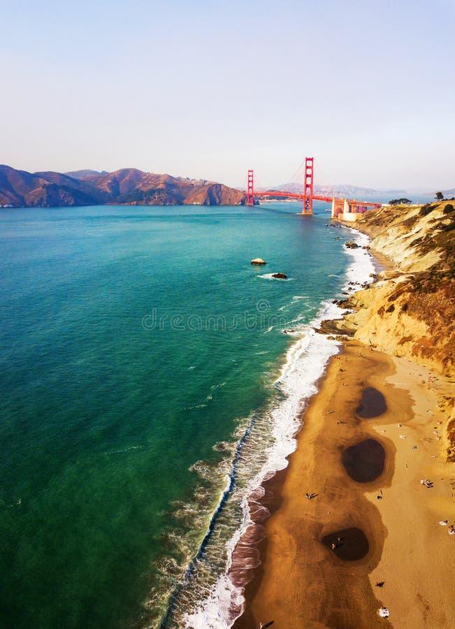 Satellietbeeld van Golden gate bridge in San Francisco stock afbeelding