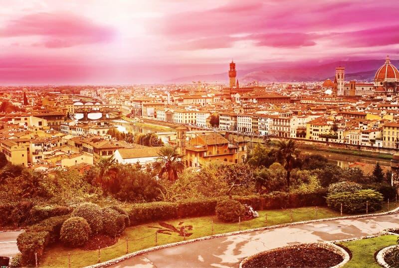 Satellietbeeld van het historische centrum van Florence, Italië tijdens zonsondergang royalty-vrije stock afbeelding