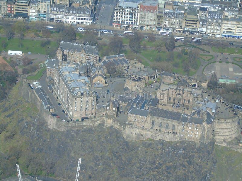Satellietbeeld van het iconische Kasteel van Edinburgh stock foto