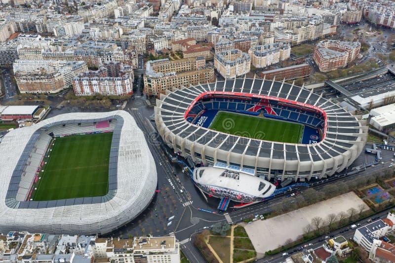 Satellietbeeld van het Voetbal en Stade Jean Bouin Rugby Stadium van Le Parc des Princes royalty-vrije stock foto