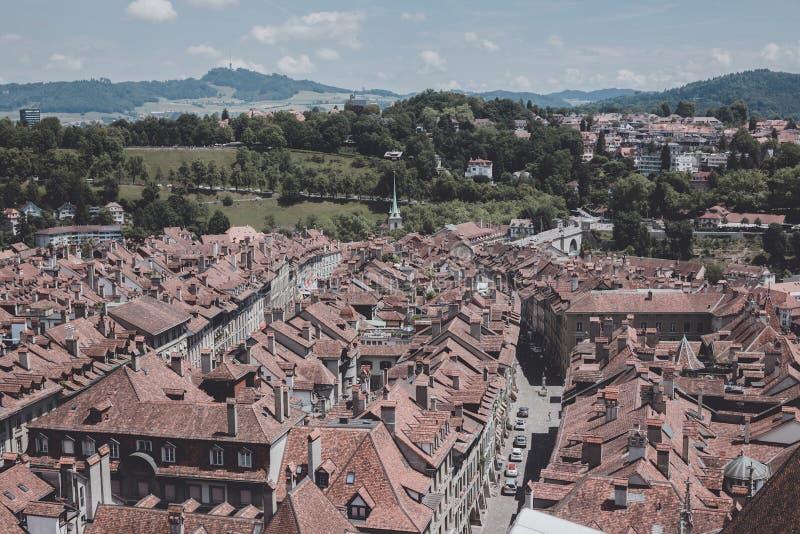 Satellietbeeld van historisch de stadscentrum van Bern van Bern Minster, Euro Zwitserland, stock foto