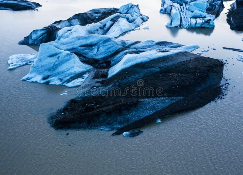 Satellietbeeld van ijsbergijsschollen die in water drijven stock fotografie