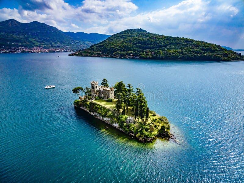 Satellietbeeld van Loreto-eiland, meer van Iseo in Italië royalty-vrije stock afbeeldingen