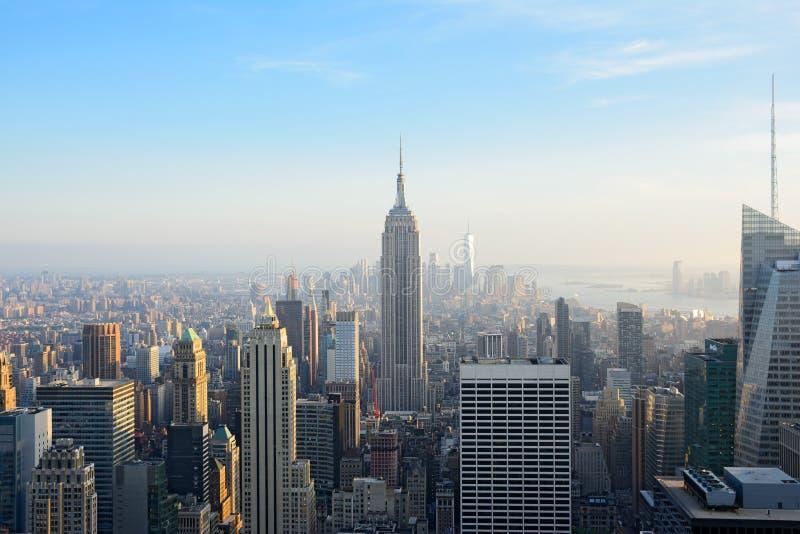Satellietbeeld van Lower Manhattan en Empire State Building bij zonsondergang royalty-vrije stock foto