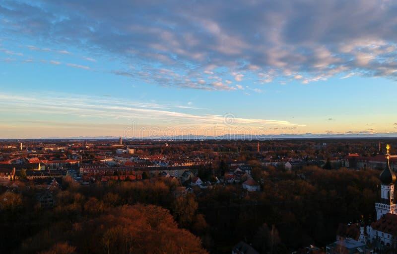Satellietbeeld van München op een de winterdag bij zonsondergang, München, Duitsland royalty-vrije stock afbeelding