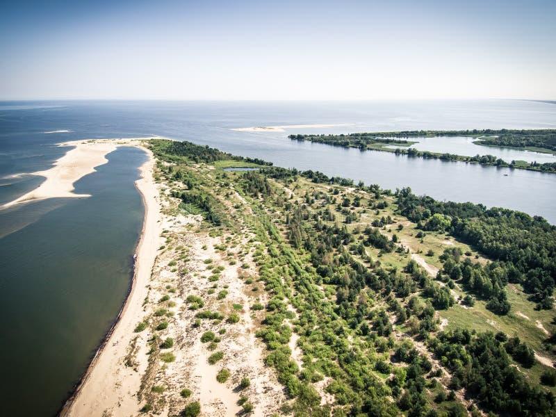 Satellietbeeld van Meeuwzwaan en de riviermonding van Vistula aan de Oostzee royalty-vrije stock afbeelding