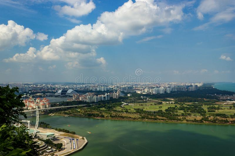 Satellietbeeld van mooi Singapore met aardige witte wolken, Singapore stock afbeeldingen