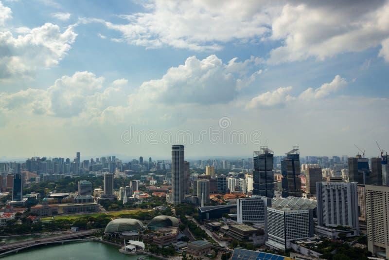 Satellietbeeld van mooi Singapore met aardige witte wolken, Singapore stock afbeelding