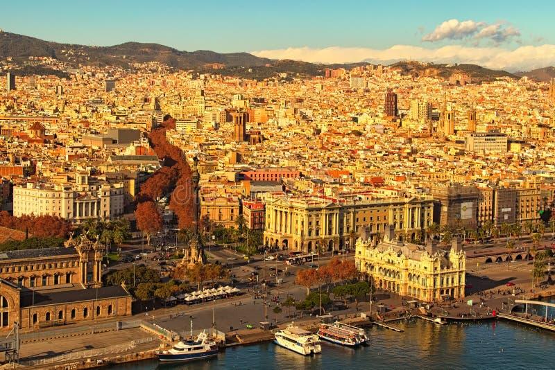 Satellietbeeld van oud deel van Barcelona in zonnige dag Verbazende mening van de Kabelwagen van de Haven royalty-vrije stock foto
