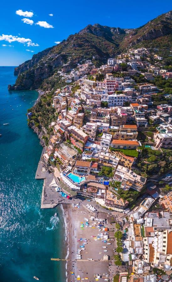 Satellietbeeld van Positano-foto, mooi Mediterraan dorp op Amalfi Kust Costiera Amalfitana, beste plaats in Itali?, reis stock foto's