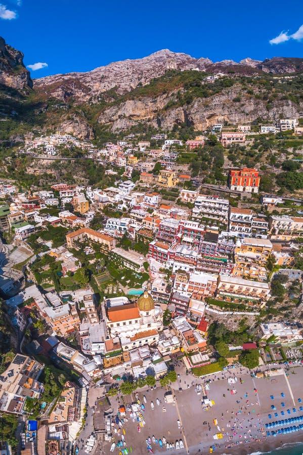 Satellietbeeld van Positano-foto, mooi Mediterraan dorp op Amalfi Kust Costiera Amalfitana, beste plaats in Itali?, reis stock afbeelding
