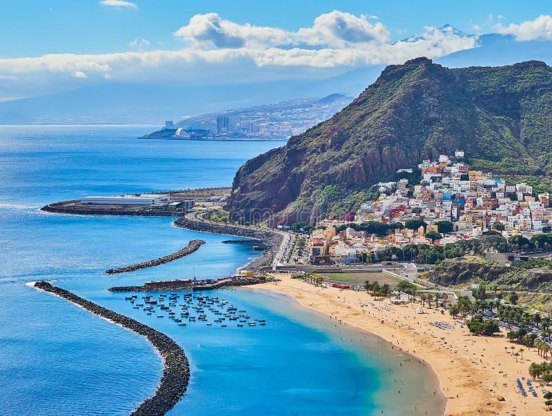 Satellietbeeld van Teresitas-Strand in Tenerife, Canarische Eilanden, Spanje stock afbeeldingen