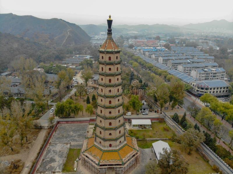 Satellietbeeld van torenpaviljoen binnen het Keizer de Zomerpaleis van de Bergtoevlucht in Chengde stock fotografie