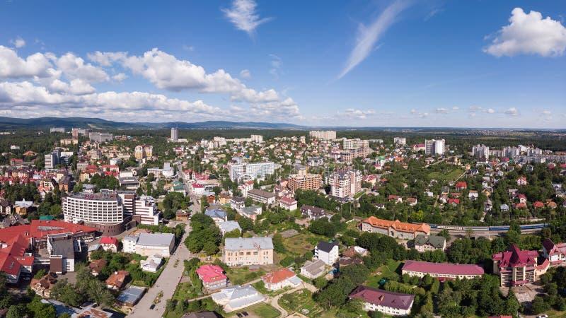 Satellietbeeld van Truskavets-stad, de Oekraïne Populaire helende kuuroordtoevlucht met de minerale lentes Genoemd geworden Kuror royalty-vrije stock fotografie