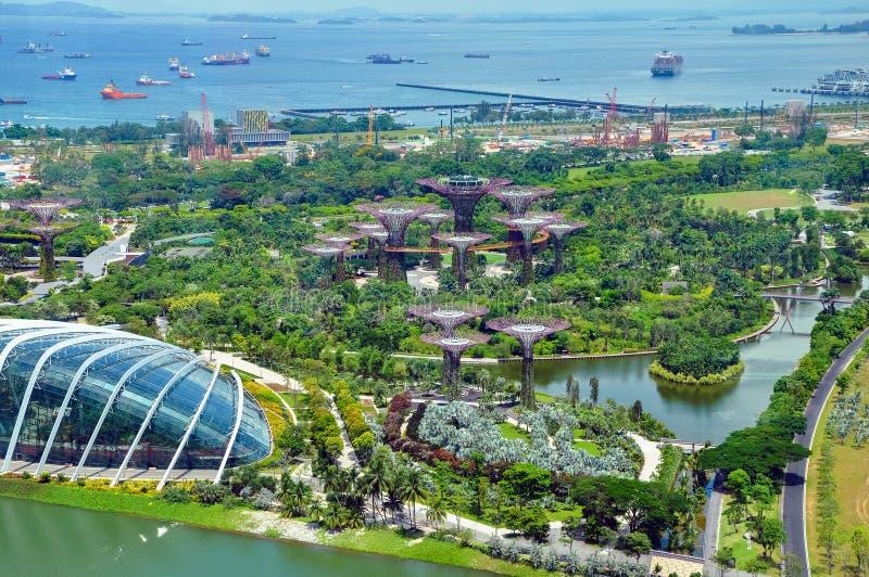 Satellietbeeld van Tuinen door de Baai en van Singapore haven royalty-vrije stock foto