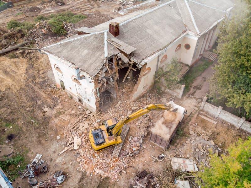 Satellietbeeld van vernielingsplaats met ruïnes en puin Vernietiging van de Oude Bouw royalty-vrije stock afbeeldingen