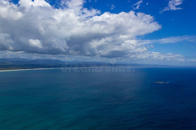 satellietbeeld van Wategoes-Strand in Byron Bay De Foto werd genomen uit een Gyrovliegtuig, Byron Bay, Queensland, Australi? stock fotografie