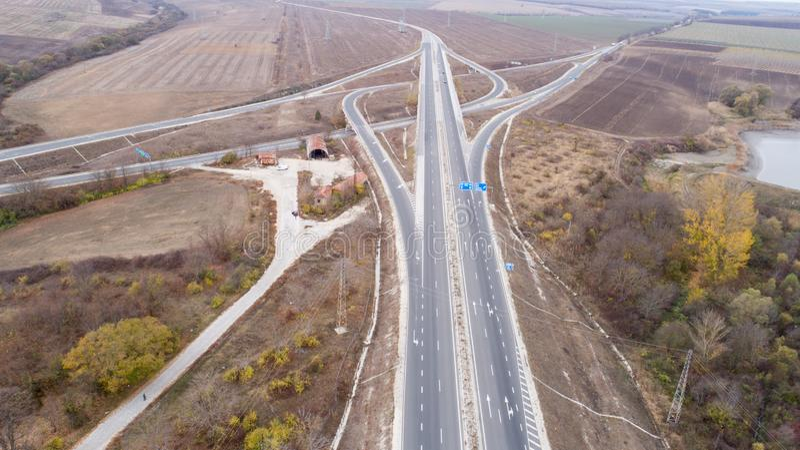 Satellietbeeld van weg en viaduct Wegverbinding, wegkruising stock afbeelding