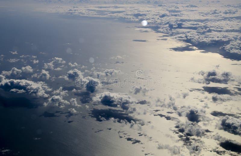 Satellietbeeld van wolken over overzees stock fotografie