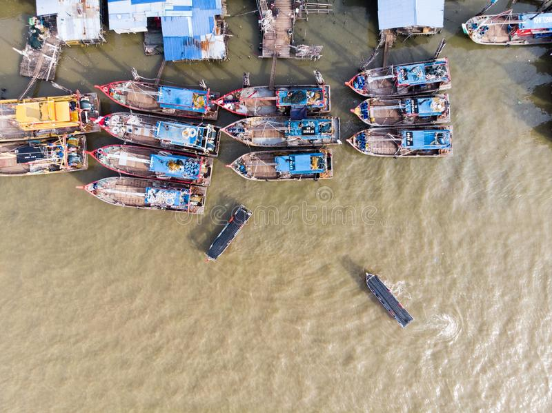 Satellietbeeld in vissersdorp stock afbeelding