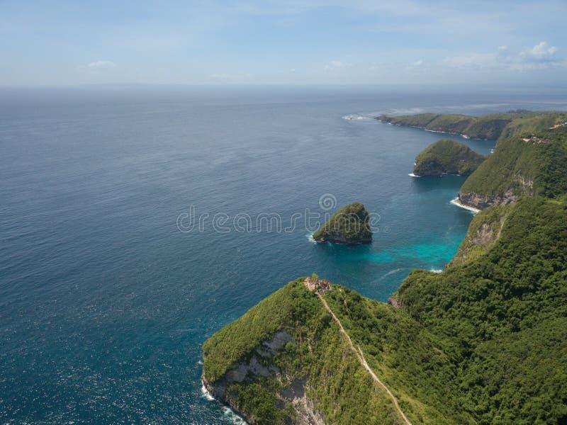 Satellietbeeldtempel in de klip, het Eiland van Nusa Penida, Indonesië royalty-vrije stock fotografie