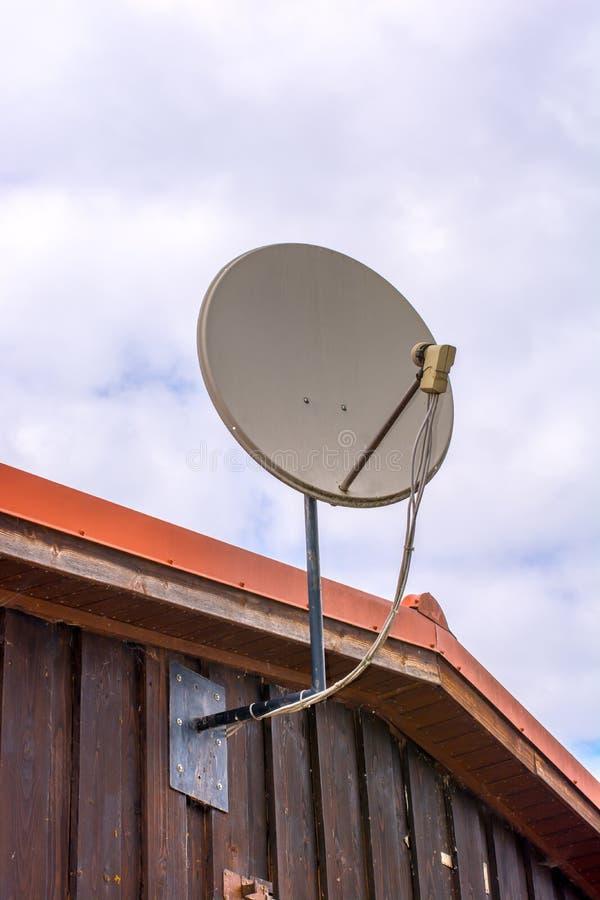 Satellietschotel voor goede TV-ontvangst stock fotografie