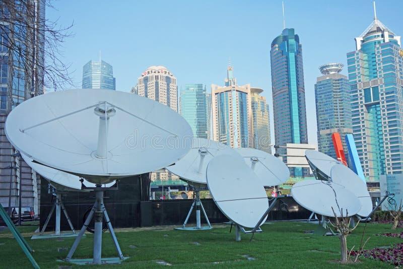 Satellietschotels met moderne gebouwen royalty-vrije stock foto