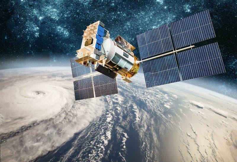 Satellit- övervakning för utrymme från jordens omloppsbanaväder från utrymme, orkan, tyfon på planetjord arkivbild